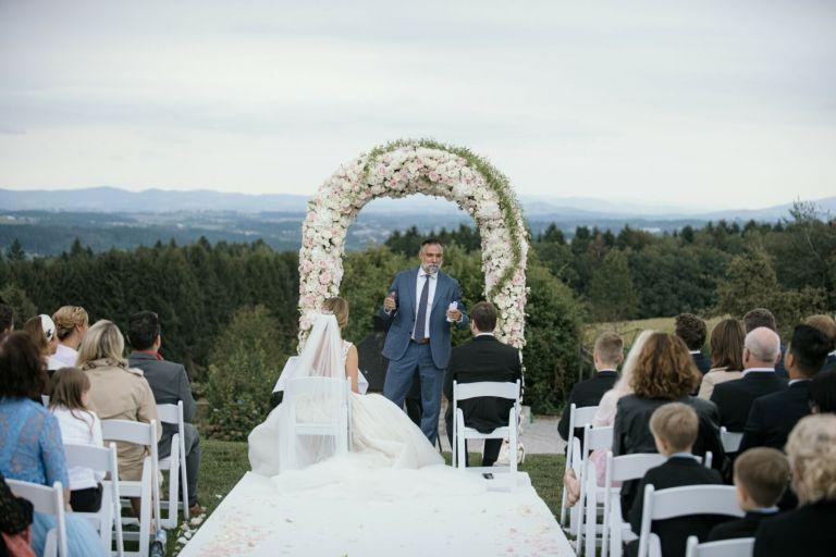 Elegantes-Hochzeit-Stillvoll-romantsich-scheune-bayern-passau-heiraten-rupperts-bonvivant-brautkleider-2020-hochzeitsauto-Braut-Brautfotos-Braut-inspirationnen-Hochzeitstorte-52